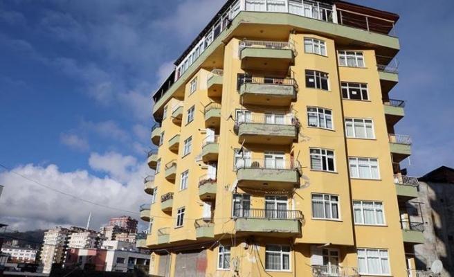 Rize'de tahliye edilen 8 katlı binada inceleme yapıldı