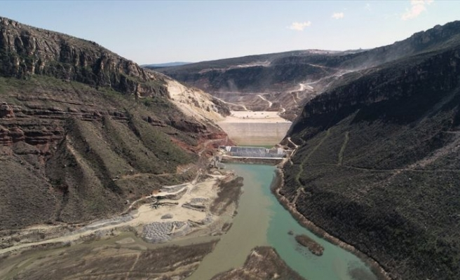 Türkiye'nin ikinci büyük sulama barajı hızla yükseliyor
