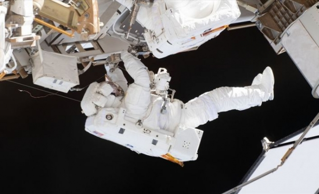 UUİ'de batarya değişimi için astronotlar uzay yürüyüşüne çıktı
