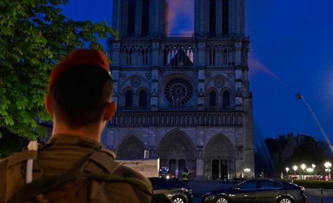 'Notre Dame'ın yeniden inşasının 5 yılda tamamlanmasını istiyorum'
