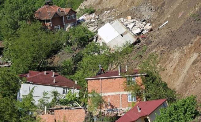 Bakan Kurum: Ordu'daki heyelanda yıkılan konutların inşasına en kısa sürede başlanacak