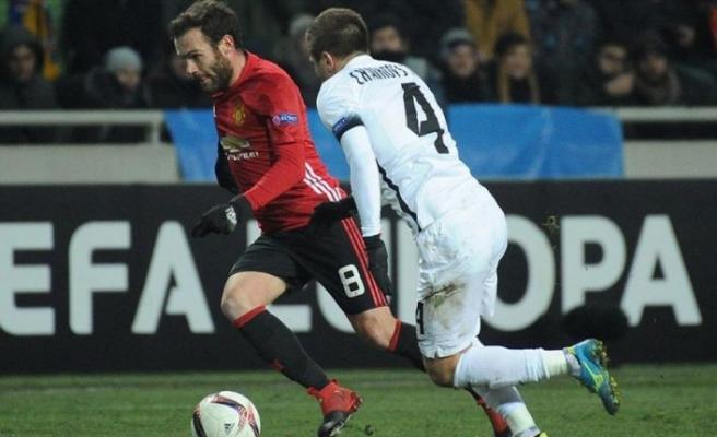 Mata 2 yıl daha Manchester United'da