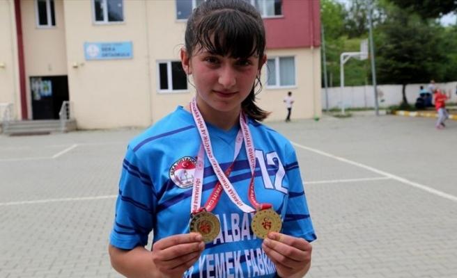 Şampiyonanın en değerlisi köyde çiftçi, okulda öğrenci