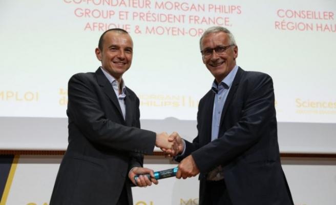 Schneider Electric İnsan Kaynakları Başkanı Olivier Blum'a ödül