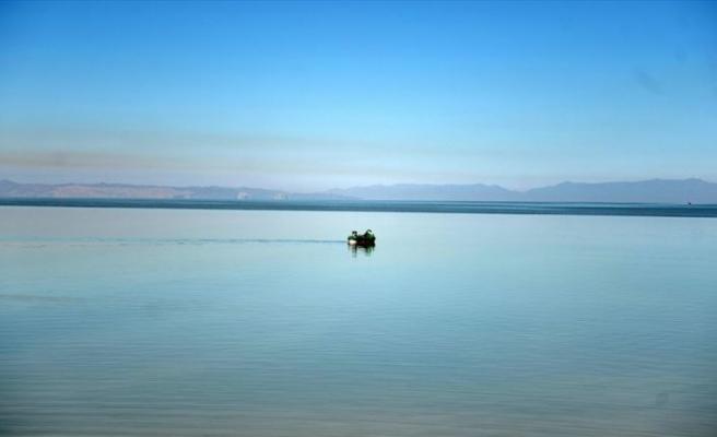 Yeniden hayat bulan Urumiye Gölü İranlıların yüzünü güldürdü