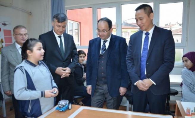 Huawei, Samsun'daki bir ortaokula 30 dizüstü bilgisayar bağışladı