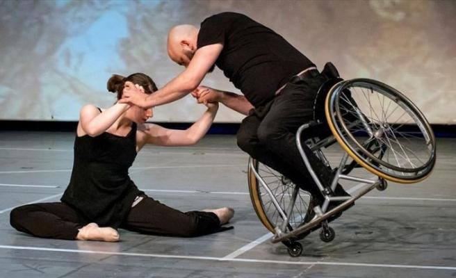 Tekerlekli sandalye dansçısının hedefi engellilerin hayatına dokunmak