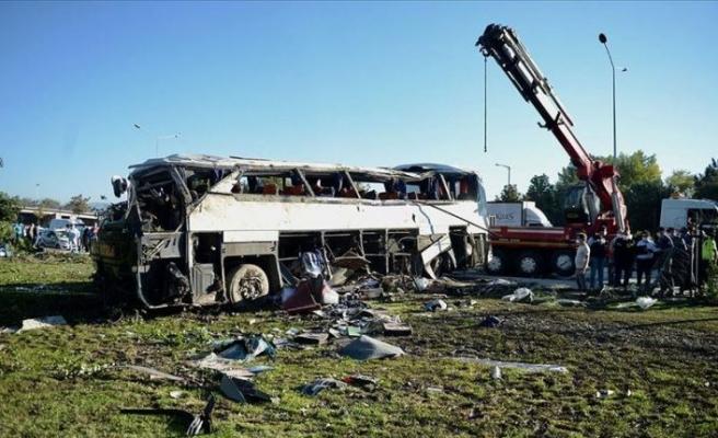 Eskişehir'de işçi servisi devrildi: 2 ölü, 12 yaralı