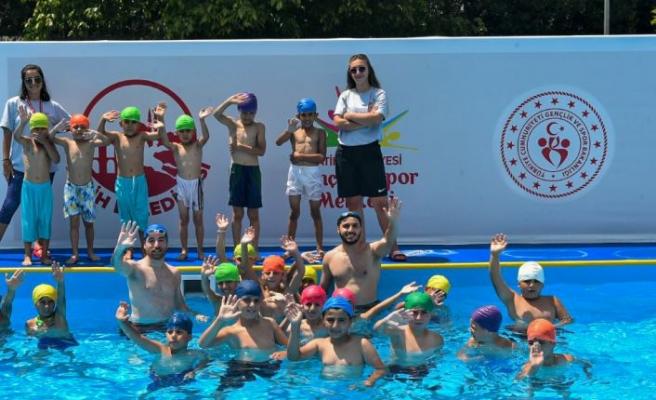 Gençlik ve Spor Bakanlığından 19 ile portatif yüzme havuzu