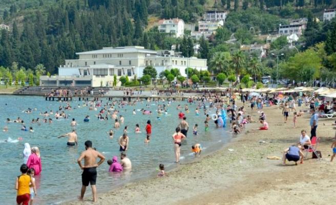 Kocaeli'deki mavi bayraklı plajlarda bayram tatili yoğunluğu