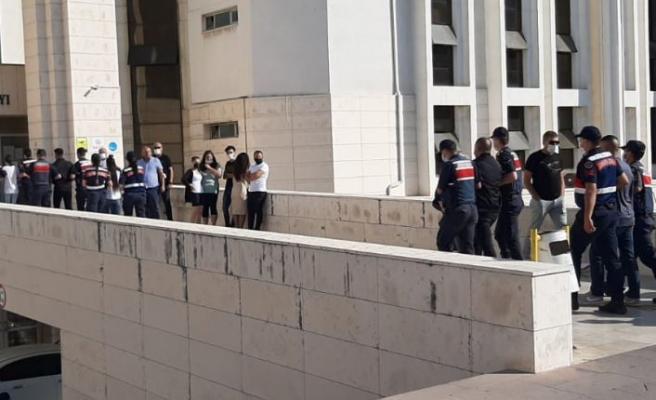 Yaşlı kadını 350 bin lira dolandıran 9 şüpheli rezidansta yakalandı