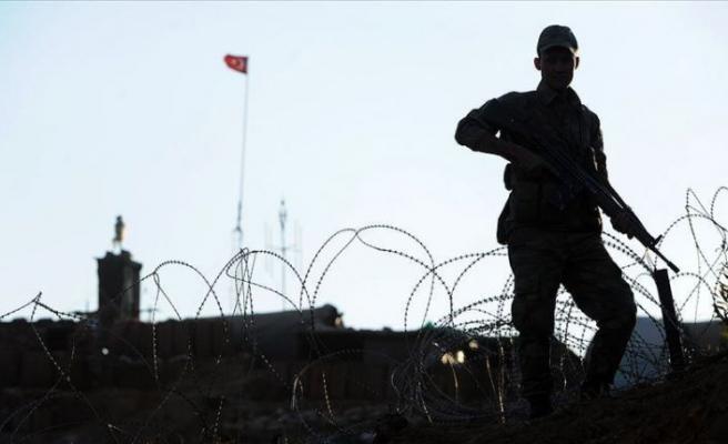 PKK'lı iki terörist teslim oldu