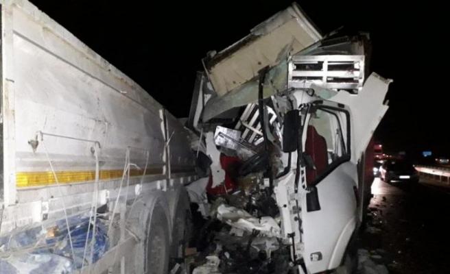 Bilecik'te bozulan tırı tamir eden sürücüye kamyonet çarptı: 1 ölü, 1 yaralı