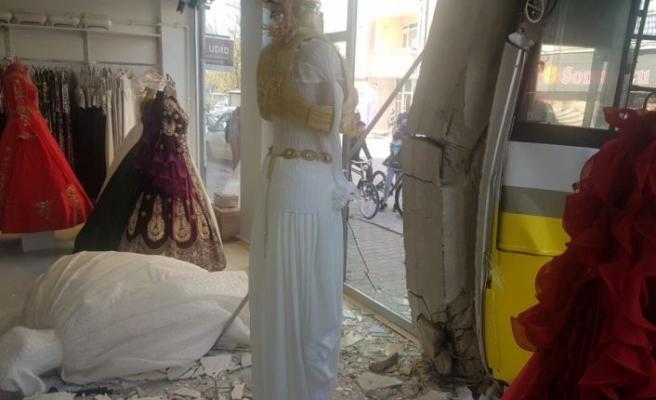 Bursa'da halk otobüsüyle otomobil çarpıştı: 7 yaralı