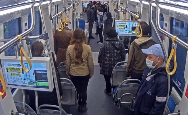 Otobüs ve tramvaydaki yolculardan Büyük Önder Atatürk'e saygı duruşu