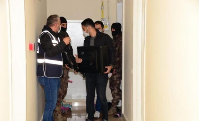 """Kocaeli'de """"siber dolandırıcılık"""" operasyonunda 29 kişi yakalandı"""