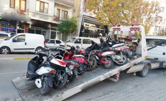 Ülke genelindeki denetimlerde binlerce motosiklet trafikten men edildi