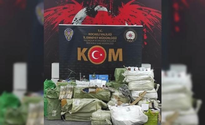 Anadolu Otoyolu'nda durdurulan araçta gümrük kaçağı ürünler ele geçirildi