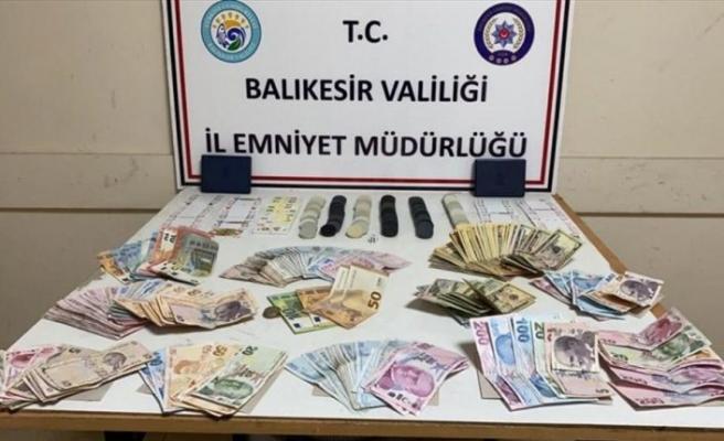 Balıkesir'deki kumar oynayan 21 kişiye 100 bin 905 lira para cezası