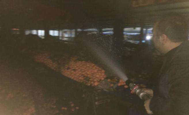 Bilecik'te kapalı pazar alanında çıkan yangın söndürüldü