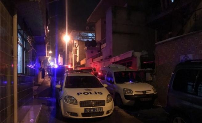 Bursa'da bir kişi yolda yürürken bıçaklı saldırı sonucu yaralandı