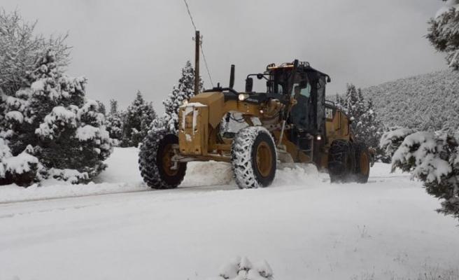 Bursa'da kardan kapanan 302 kırsal mahallenin yolları ulaşıma açıldı