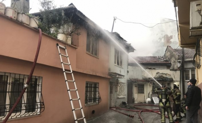 Bursa'da metruk binada çıkan yangın söndürüldü
