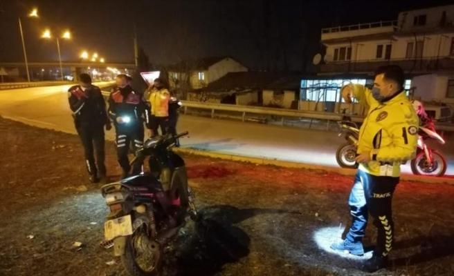 """Polisin """"dur"""" ihtarına uymayan motosiklet sürücüsü kaza yaptı"""