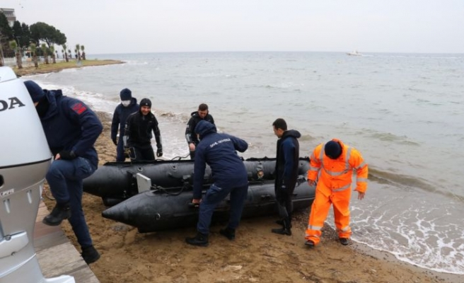 Yalova'da sandalla açıldığı denizde kaybolan kişiyi arama çalışmaları sürüyor