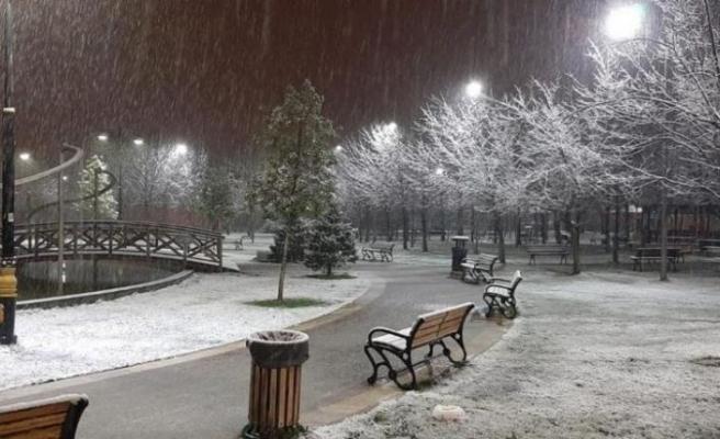 İstanbul'un yüksek kesimlerinde kar yağışı