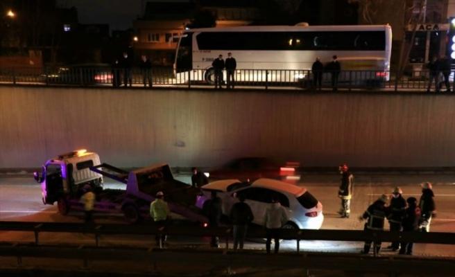 D-100 Karayolundaki trafik kazası nedeniyle uzun araç kuyruğu oluştu