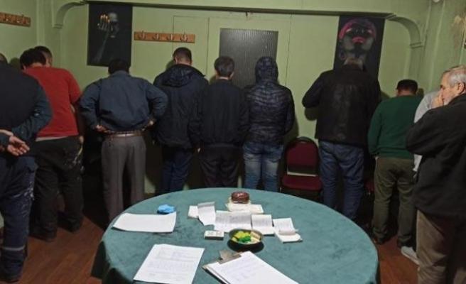 Kumar oynayarak sosyal mesafeyi ihlal edenlere 40 bin 950 lira ceza yazıldı