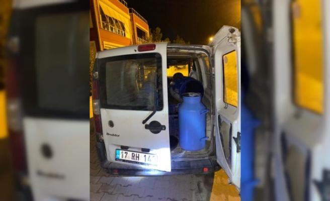 Tekirdağ'da şüphe üzerine durdurulan araçlarda kaçak içki ele geçirildi