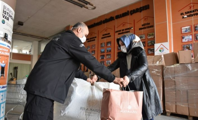 Tuzla'da ihtiyaç fazlası kıyafetler ihtiyacı olanlarla buluşuyor