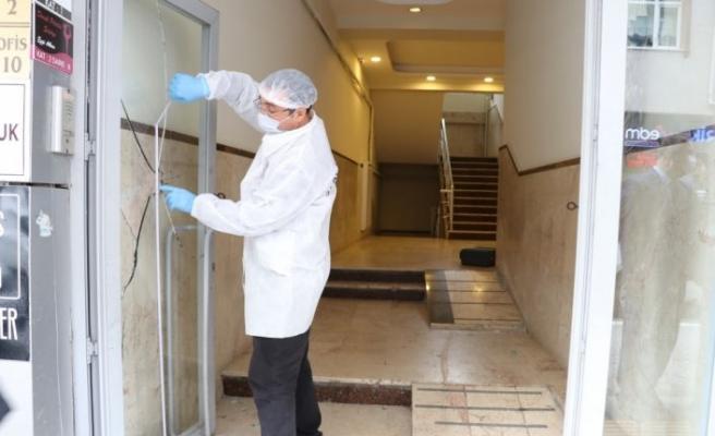 Yalova'da iş yerlerinin camlarına ve AK Parti tabelasına zarar veren şüpheli yakalandı