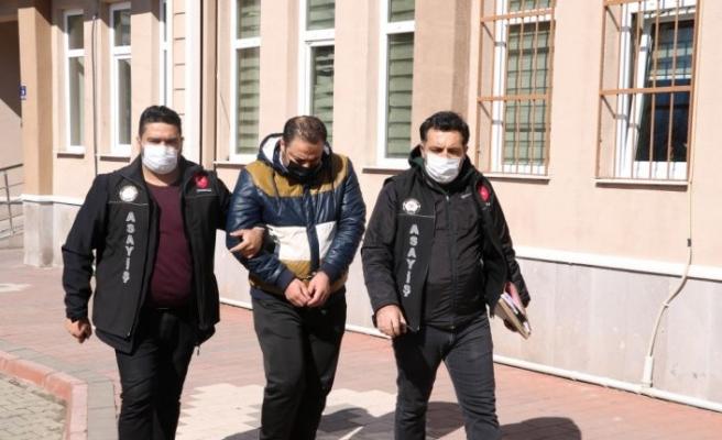 Çanakkale'de kendini polis olarak tanıttığı kişinin döviz ve altınlarını alan şüpheli İstanbul'da yakalandı