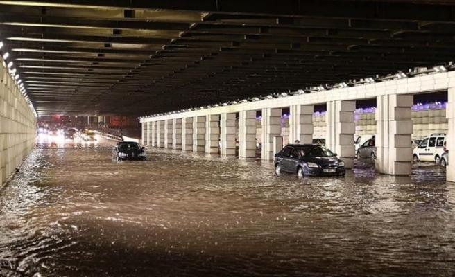 İzmir sel felaketiyle karşı karşıya