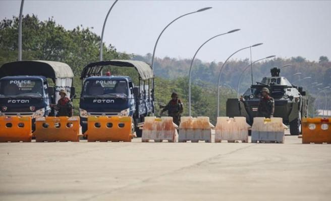 Myanmar'da askeri yönetim Facebook'a erişimi engelledi