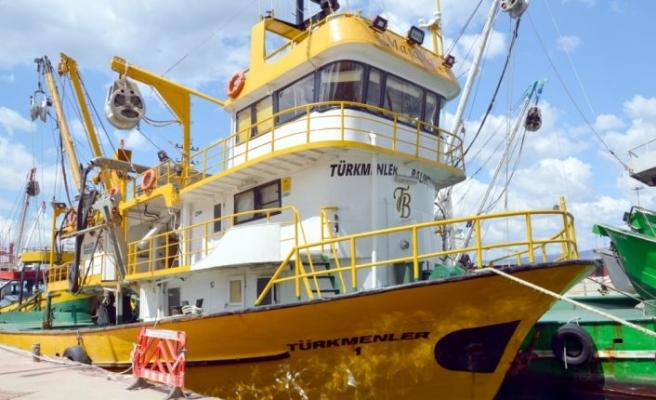"""Kocaeli'de balıkçılar """"deniz salyası"""" nedeniyle sezonu kapattı"""