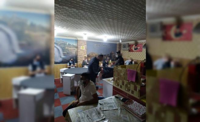 Kocaeli'de kumar oynayan ve Kovid-19 tedbirlerini ihlal eden 17 kişiye ceza uygulandı