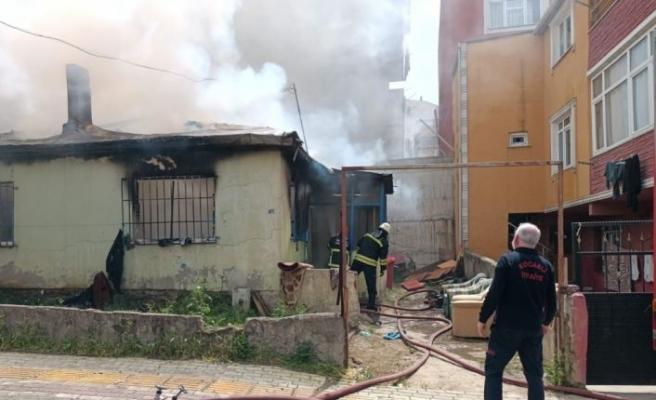 Kocaeli'de Suriyeli ailenin kaldığı evde çıkan yangını itfaiye söndürdü