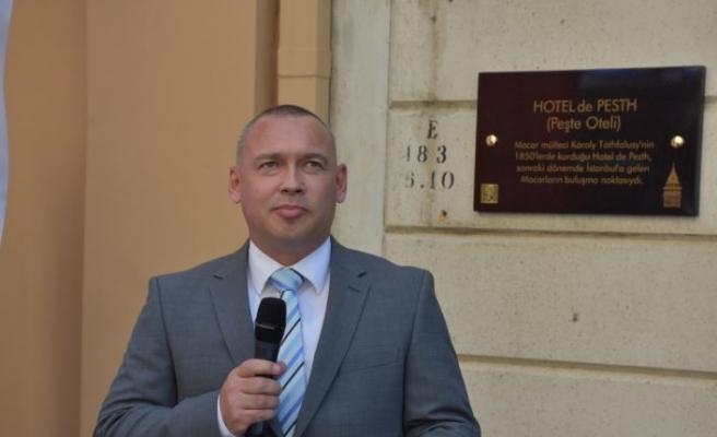 Beyoğlu'nda Macarların yaşadığı yerlere anı plaketi asıldı