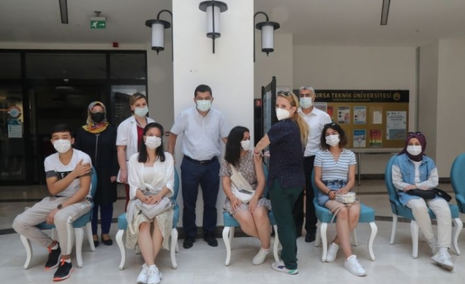 """Bursa Teknik Üniversitesinde öğrenciler için """"yerinde aşı uygulaması"""" başlatıldı"""