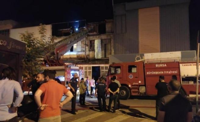 Bursa'da koltuk üretim işletmesinde çıkan yangın söndürüldü