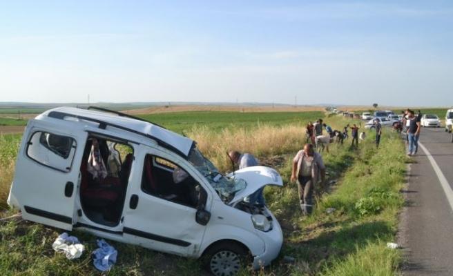 Edirne'de 7 kişinin yaralandığı kazada bir yaralının kopan parmağı tarlada uzun süre arandı