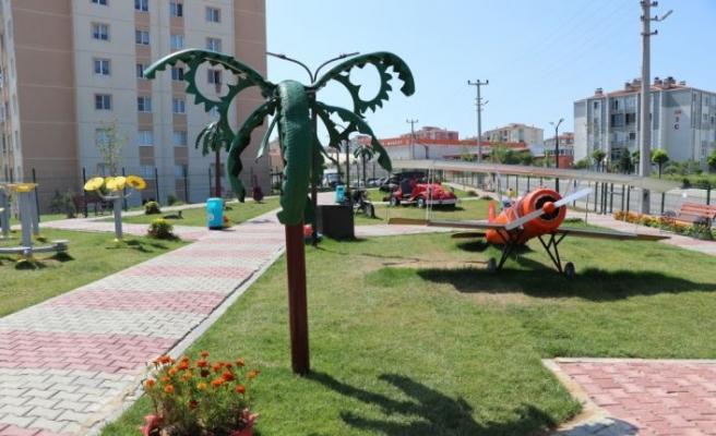 """Edirne'de atık malzemelerden yapılan figürlerin sergilendiği """"Geri Dönüşüm Parkı"""" açıldı"""