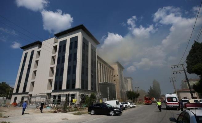 İnşaat halindeki emniyet binasında çıkan yangına helikopterle müdahale edildi