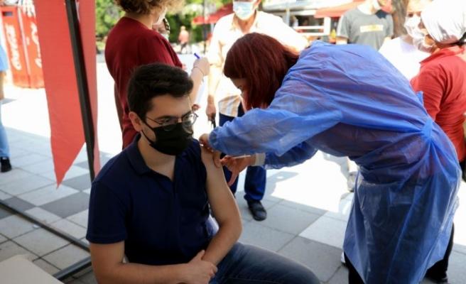 """Kırklareli'nde sağlık çalışanlarının aşılanan 18 yaş ve üzerindeki çocuklarından akranlarına """"aşı olun"""" çağrısı"""
