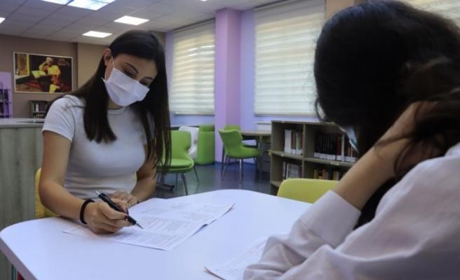 """YKS'ye girecek öğrencilere """"çözemedikleri soruyla inatlaşmamaları"""" uyarısı"""