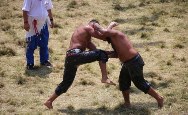 660. Tarihi Kırkpınar Yağlı Güreşleri'nde çeyrek final müsabakaları tamamlandı